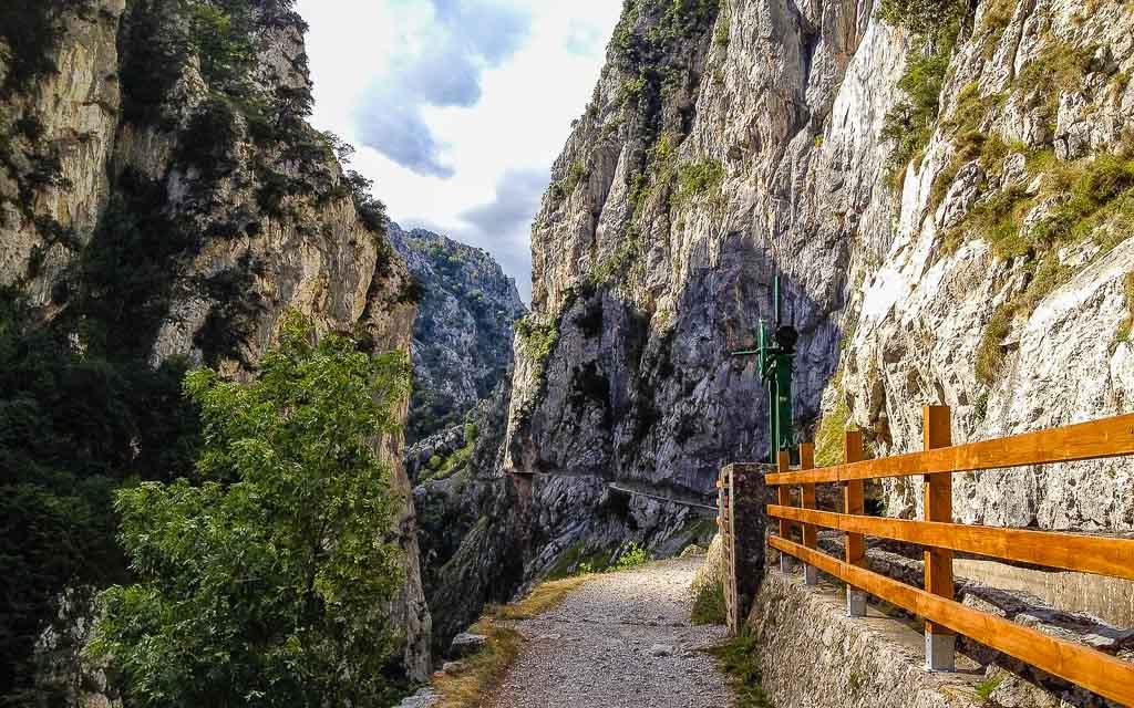 ruta-del-cares-picos-da-europa-spain-trekking-4