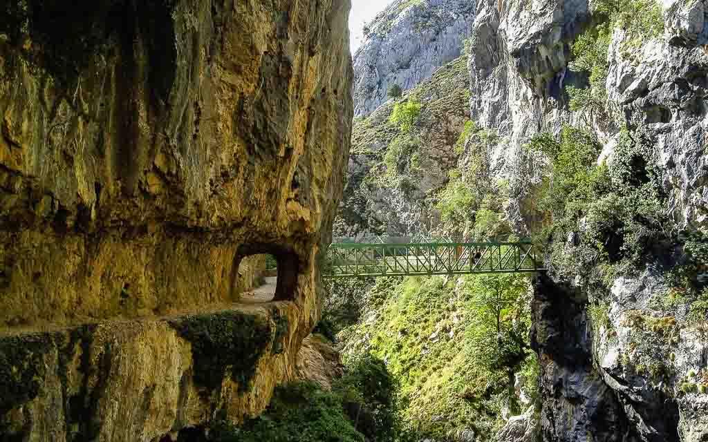 ruta-del-cares-picos-da-europa-spain-trekking-vagamundos-2