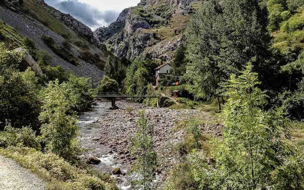 ruta-del-cares-picos-da-europa-spain-trekking-vagamundos-9