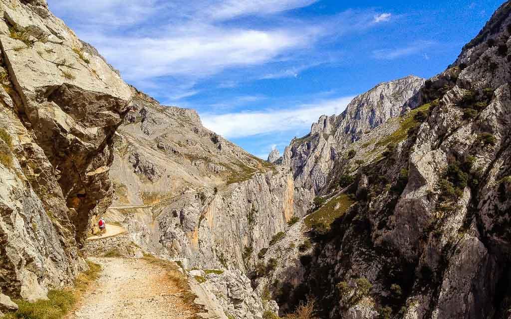 ruta-del-cares-picos-da-europa-spain-trekking-vagamundos-10
