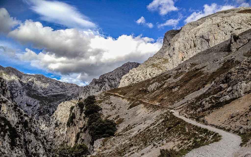 ruta-del-cares-picos-da-europa-spain-trekking-3