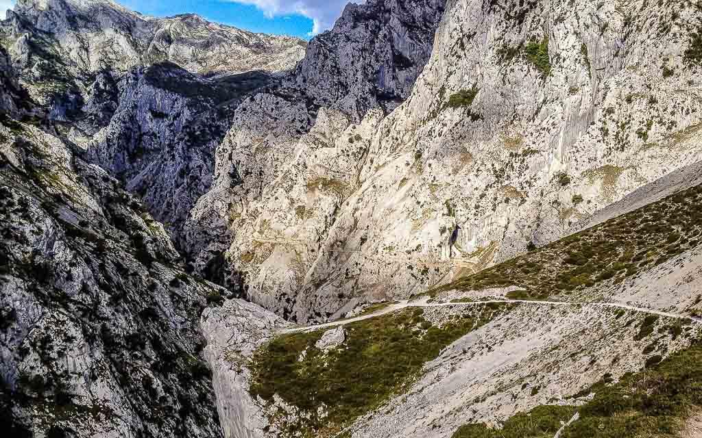 ruta-del-cares-picos-da-europa-spain-trekking-vagamundos-4