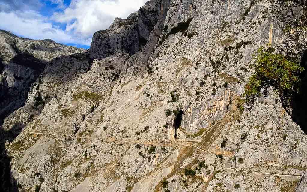 ruta-del-cares-picos-da-europa-spain-trekking-vagamundos-1
