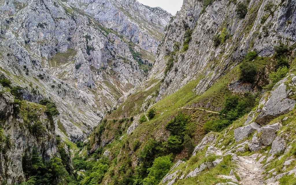 bulnes-picos-de-europa-trekking-vagamundos-1