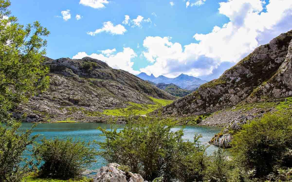 lagos-de-covadonga-picos-de-europa-trekking-vagamundos-1