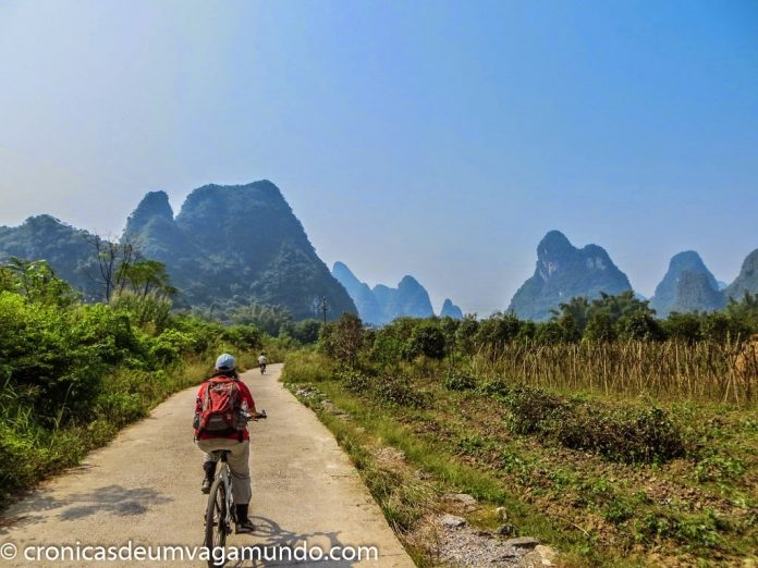 biking-around-yangshuo-china