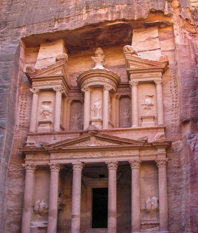camara-do-tesouro-em-petra-jordania