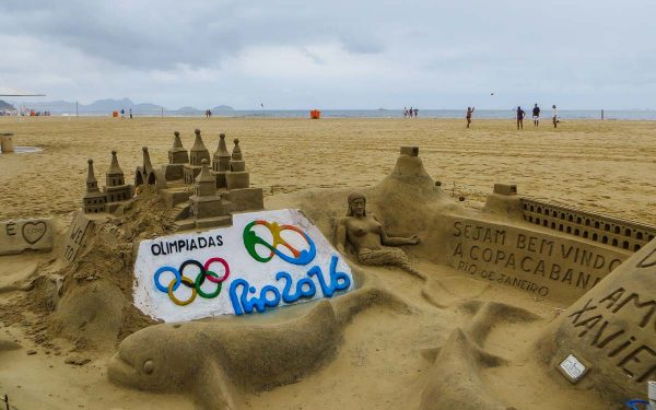 rio-de-janeiro-escultura-na-areia-copacabana