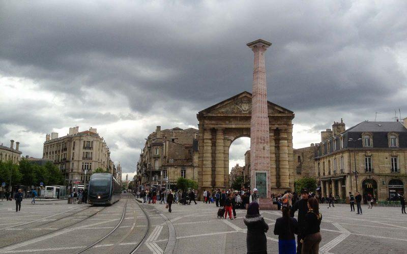 bordeus-place-de-la-victoire-porte-daquitaine-obelisque