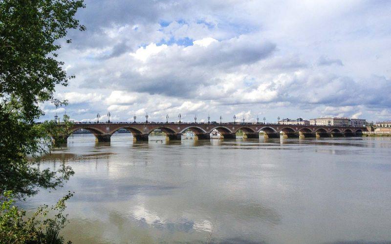 bordeus-pont-de-pierre-garonne