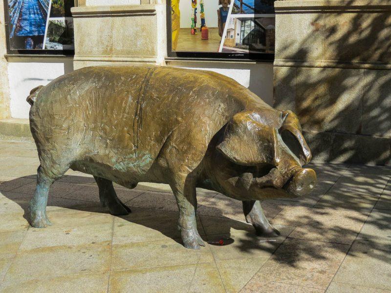 lalin-monumento-ao-porco-baltazar