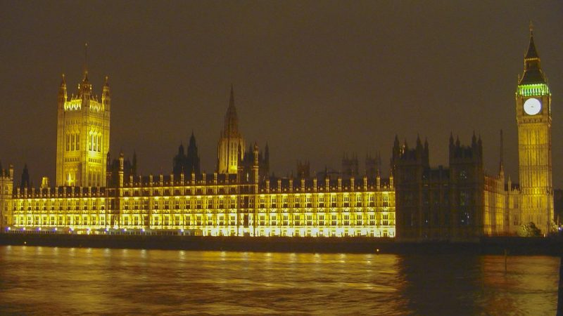 londres-houses-of-parliament-and-big-ben-by-night