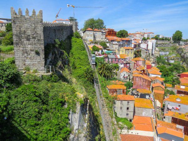visitar-porto-muralha-fernandina-funicular-dos-guindais