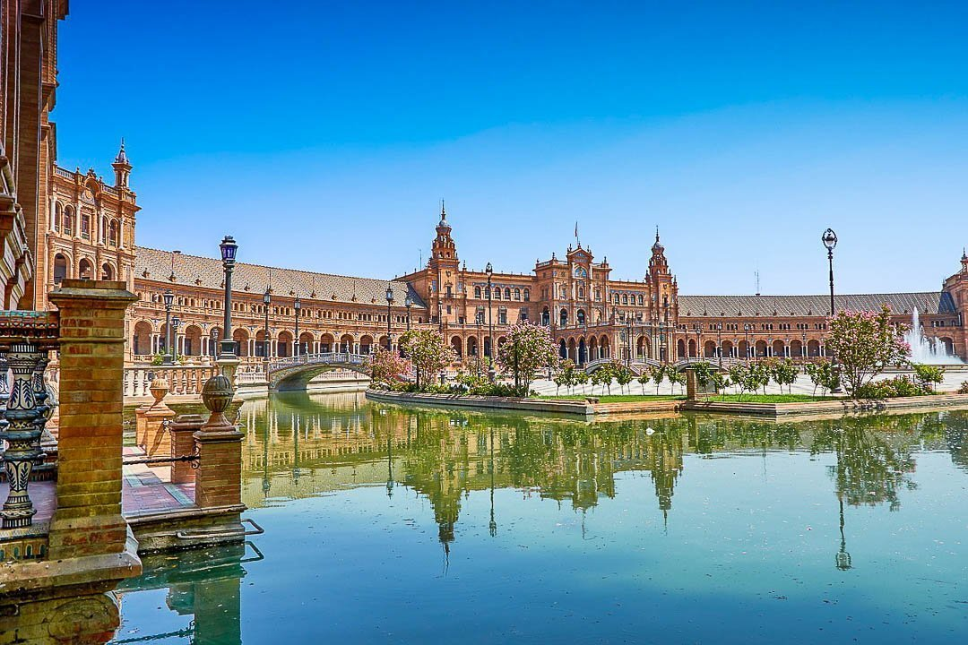 Um roteiro para visitar Sevilha tem sempre de passar pela emblemática Plaza de España