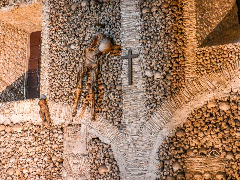 visitar-capela-dos-ossos-evora