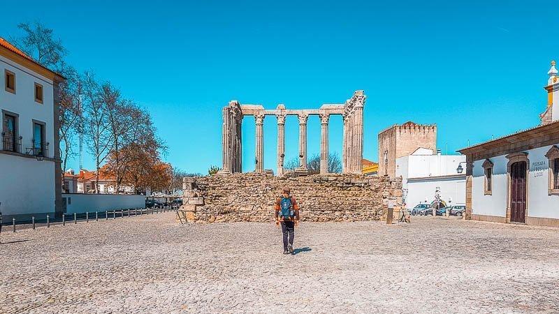 visitar-evora-templo-romano