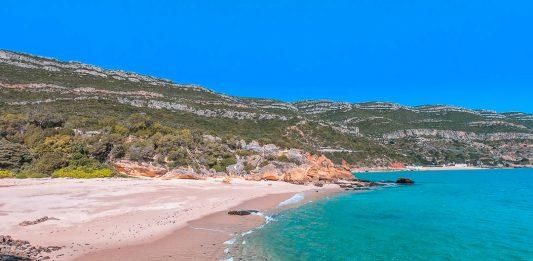 Praia dos Coelhos - como ir a uma das praias mais bonitas da Arrábida