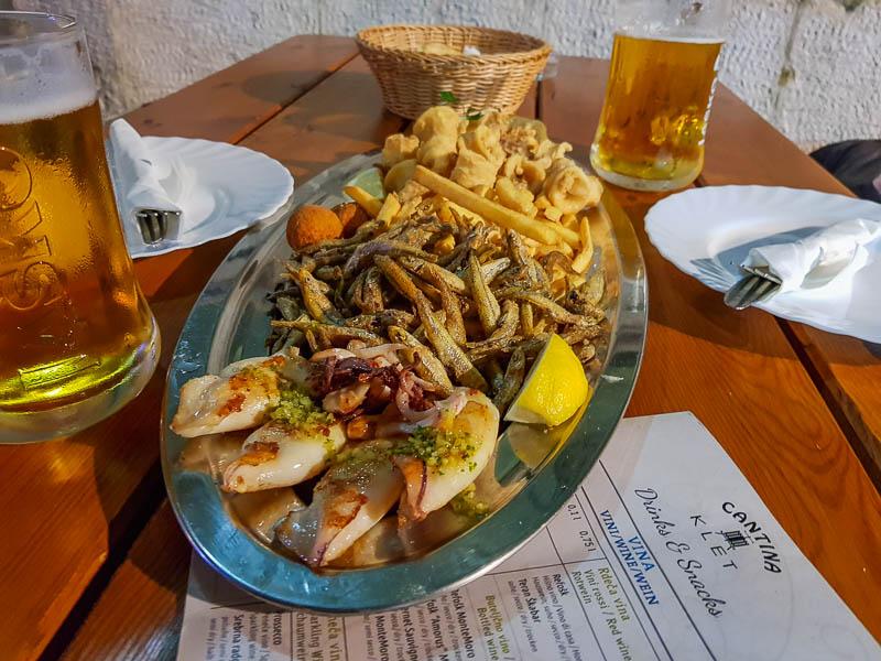 Peixe frito delicioso na Cantina Klet