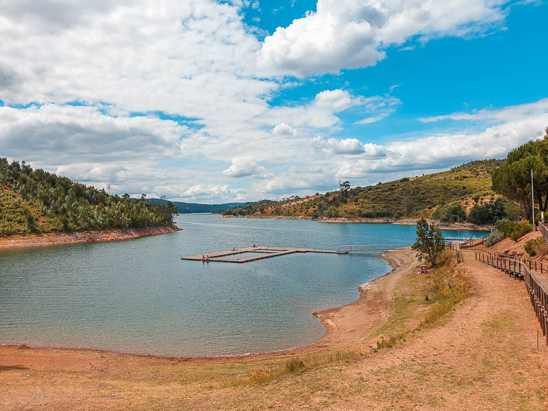 Visitar Albufeira Barragem Castelo de Bode: Melhores Praias Fluviais e Dicas de Alojamento