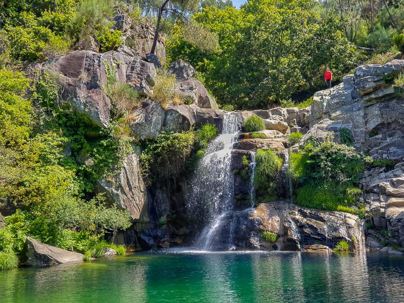 Poço Negro | Manhouce: uma cascata e lagoa de sonho em São Pedro do Sul